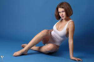 http://img267.imagevenue.com/loc100/th_364977751_tduid300163_silver_angels_Sandrinya_I_whiteswimwear_1_036_122_100lo.jpg