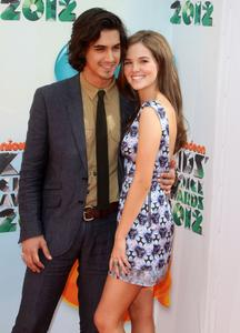 http://img267.imagevenue.com/loc136/th_358496306_CFF_Zoey_Deutch_Nickelodeons_25th_Annual_Kids_Choice_Awards_In_LA_March_31_2012_019_122_136lo.jpg