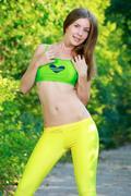 http://img267.imagevenue.com/loc183/th_453679669_Vivian10_123_183lo.jpg