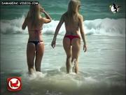 Ivana y Alejandra en el mar