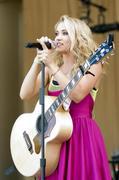 http://img267.imagevenue.com/loc237/th_88160_Emily_Osment_2010___Taste_of_Chicago_concert_260610_011_123_237lo.jpg