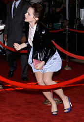 Emma Watson au festival Tribeca de New York. Th_138506262_EmmaWatson_TribecaFF_210412_111_122_46lo