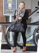 http://img267.imagevenue.com/loc559/th_612329615_Hilary_Duff_leaving_a_lunch_meeting_in_Studio_City14_122_559lo.jpg
