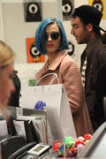 Кэти Перри, фото 8279. Katy Perry shopping in Paris, march 6, foto 8279