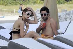 http://img267.imagevenue.com/loc90/th_312633707_Mischa_Barton_Bikini_Candids_on_the_Beach_in_Miami_December_27_2011_220_122_90lo.jpg